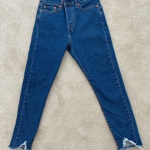Levi Wedgie Fit Frayed Jean